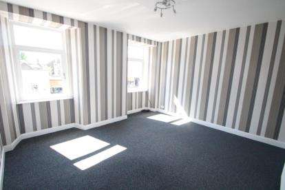 3 Bedrooms Flat for sale in Strand, Beith