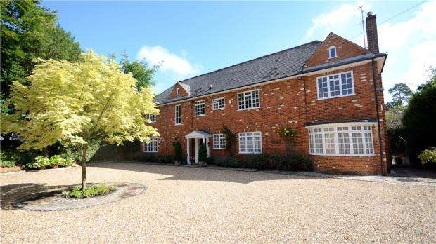 4 Bedrooms Detached House for sale in Wells Lane, Ascot, Berkshire