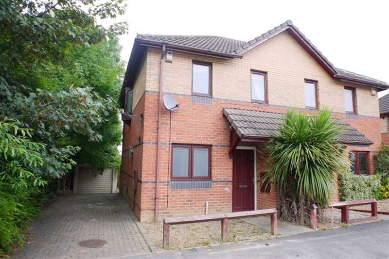 3 Bedrooms Semi Detached House for sale in Stonecliffe Drive, Farnley, LS12
