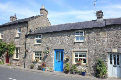 3 Bedrooms Cottage House for sale in Main Street, Whittington, Carnforth, Lancashire, LA6