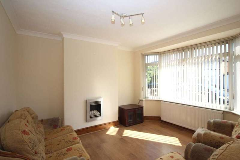 3 Bedrooms Semi Detached House for sale in Holmfield Avenue, Leicester