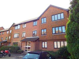 2 Bedrooms Flat for sale in Lawrence Court, Dover Road, Folkestone, Kent