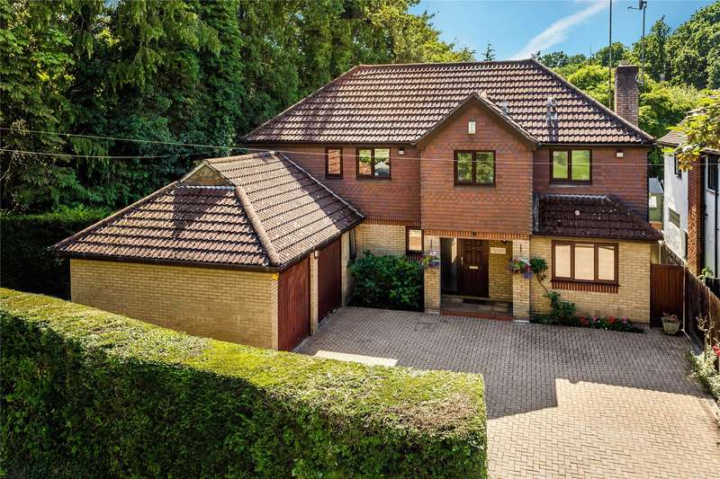 5 Bedrooms Detached House for sale in Kettlewell Hill, Horsell, Surrey, GU21