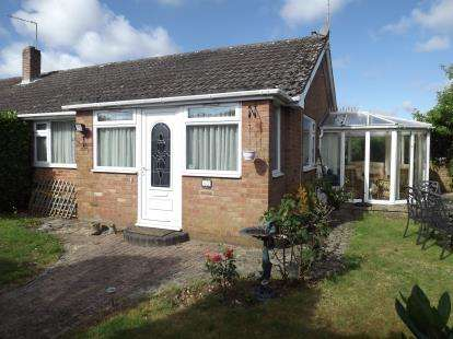 2 Bedrooms Bungalow for sale in Ringwood, Hampshire