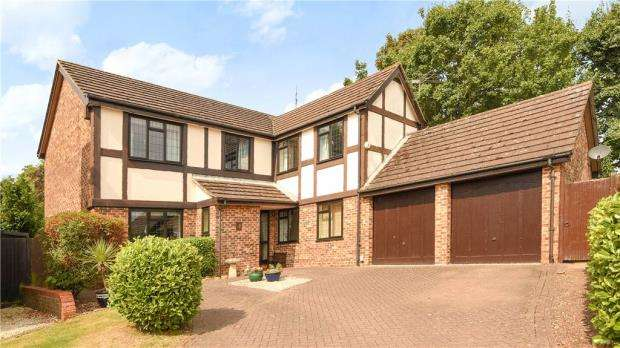 5 Bedrooms Detached House for sale in Laniver Close, Earley, Reading