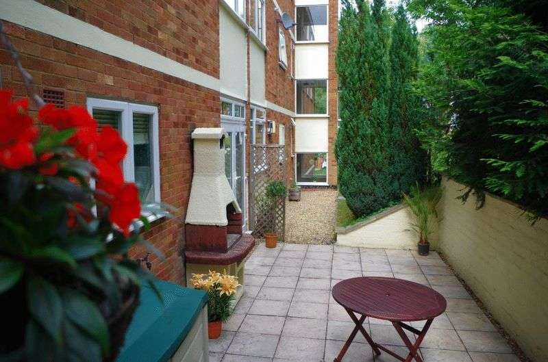 2 Bedrooms Flat for sale in Green Hill Gate, High Wycombe