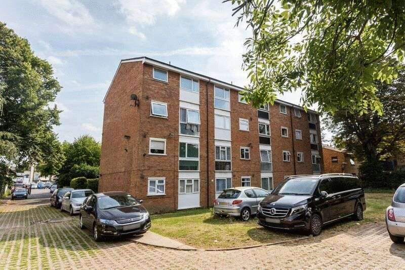 2 Bedrooms Flat for sale in Radlett Close, Forest Gate, E7