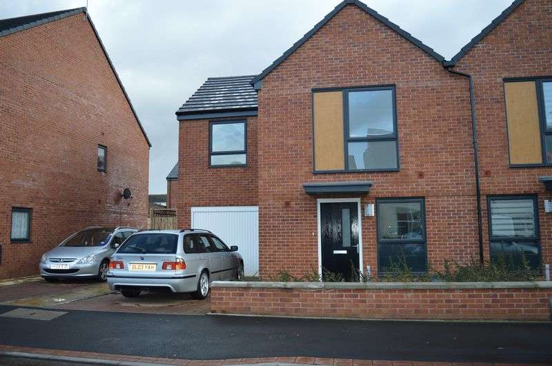 3 Bedrooms Semi Detached House for sale in Claypit Lane, West Bromwich