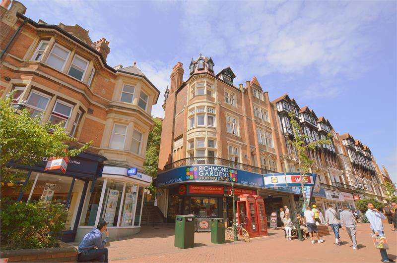 2 Bedrooms Apartment Flat for sale in Dalkeith House, Old Christchurch Road, Bournemouth