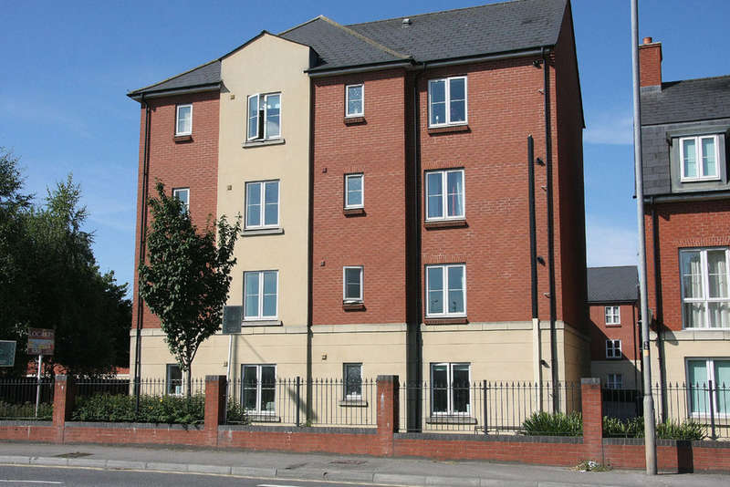 2 Bedrooms Ground Flat for sale in Turners Court, Melksham