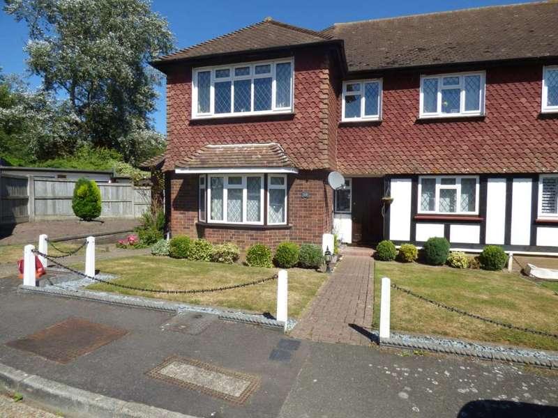2 Bedrooms Maisonette Flat for sale in Warren Court, Chigwell, Essex IG7