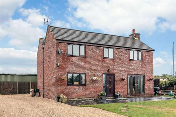 5 Bedrooms Detached House for sale in Middle Street, Eastington, Stonehouse, Gloucestershire
