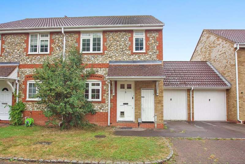 3 Bedrooms Semi Detached House for sale in Cottesloe Close, Bisley, Woking, Surrey, GU24