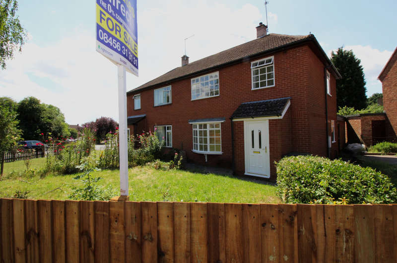3 Bedrooms Semi Detached House for sale in Canterbury Road, Worcester, WR5