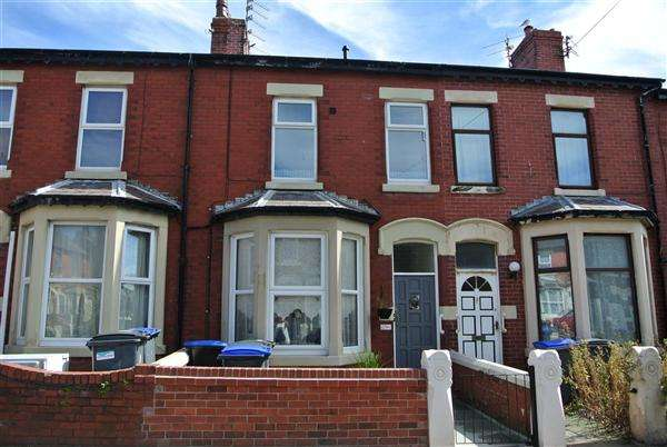 3 Bedrooms Flat for sale in Cambridge Road, Blackpool