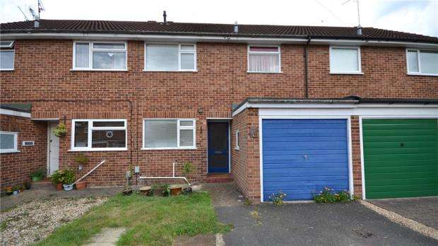 3 Bedrooms Terraced House for sale in 4 Fox Drive, Yateley, Hampshire, GU46 7SW