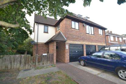 2 Bedrooms Flat for sale in Widford, Chelmsford, Essex