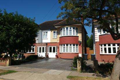4 Bedrooms Semi Detached House for sale in Mayfair Terrace, Southgate, London