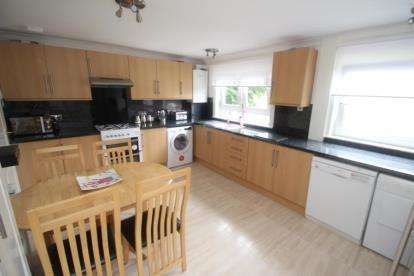 2 Bedrooms Flat for sale in Sandyknowes Road, Cumbernauld