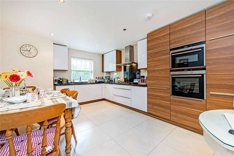 1 Bedroom Flat for sale in Kings Court, Little Bushey Lane, Bushey, WD23