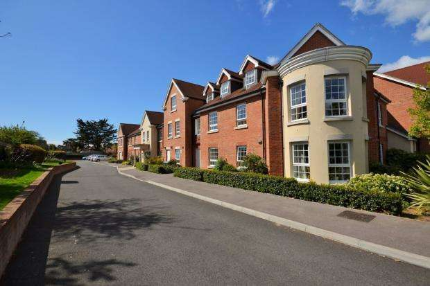 2 Bedrooms Retirement Property for sale in Claridge House, 14 Church Street, Littlehampton, BN17