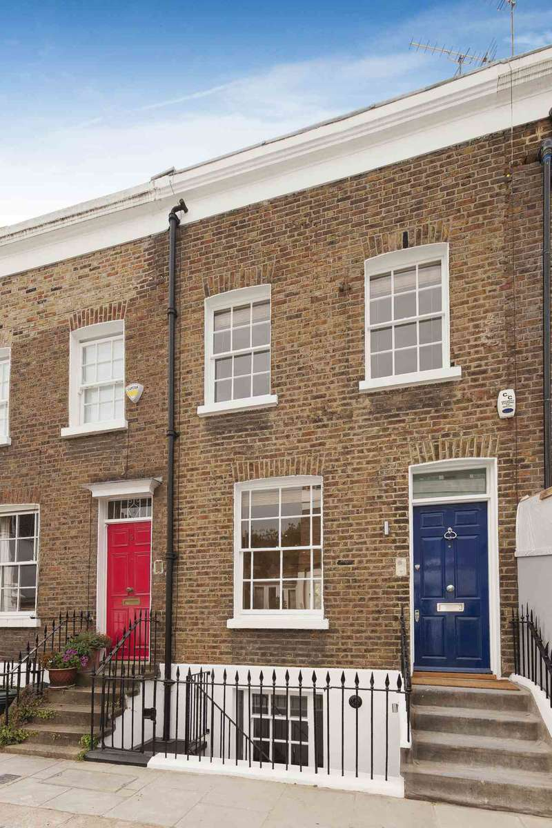3 Bedrooms Detached House for sale in Queensdale Place, London