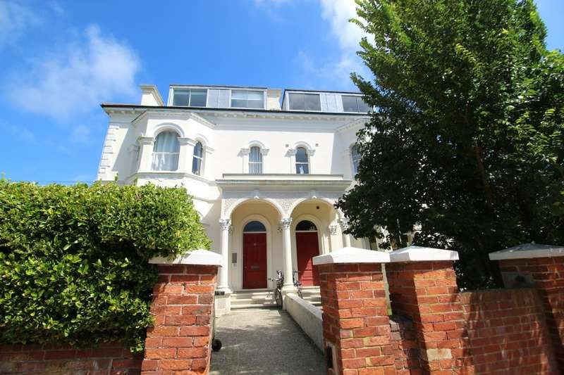 1 Bedroom Flat for sale in Farncombe Road, Worthing, BN11