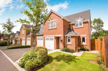 5 Bedrooms Detached House for sale in Wood Beech Gardens, Clayton-Le-Woods, Chorley, Lancashire