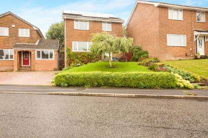 3 Bedrooms Detached House for sale in Healdwood Drive, Burnley, Lancashire