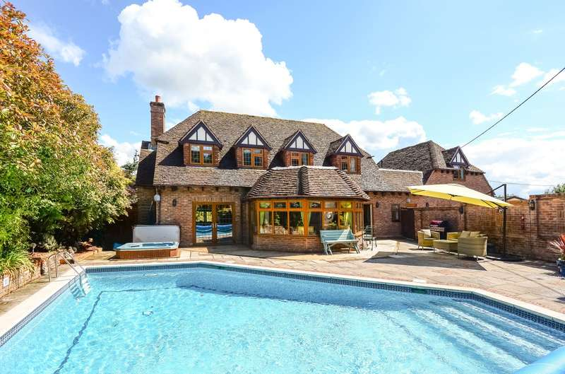 4 Bedrooms Detached House for sale in Normandy