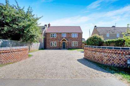 4 Bedrooms Detached House for sale in Fordham, Ely, Cambridgeshire