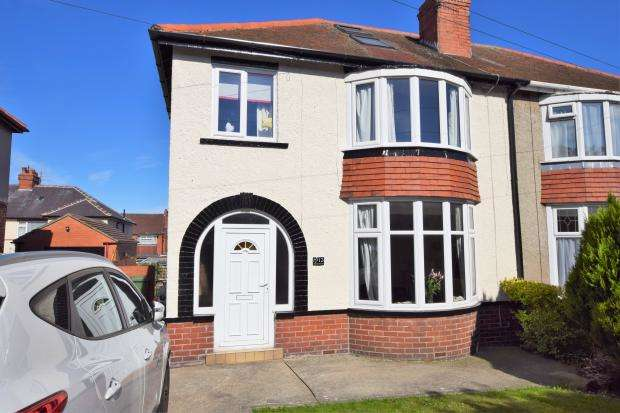 4 Bedrooms Semi Detached House for sale in Newlands Park Grove, Scarborough, North Yorkshire YO12 6PT