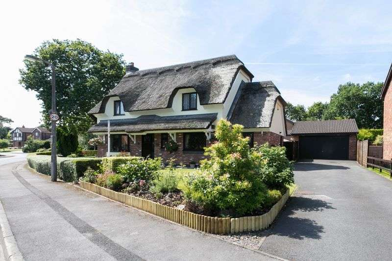 4 Bedrooms Detached House for sale in Cam Wood Fold, Clayton-le-Woods, PR6 7SD