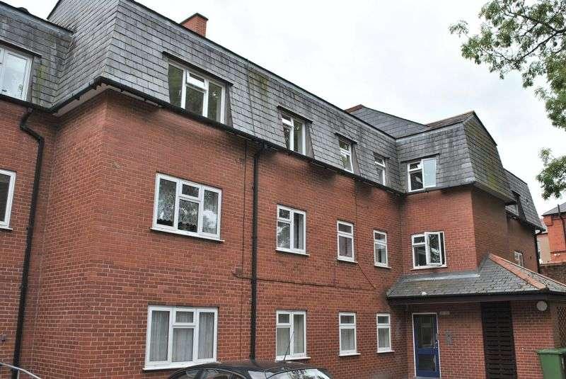 3 Bedrooms Flat for sale in Fairy Road, Wrexham