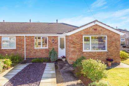 2 Bedrooms Bungalow for sale in Holt Avenue, Bishops Tachbrook, Leamington Spa, Warwickshire