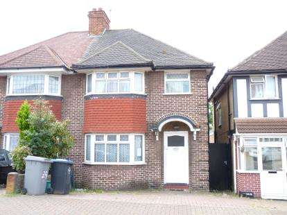 3 Bedrooms Semi Detached House for sale in Tudor Court North, Wembley