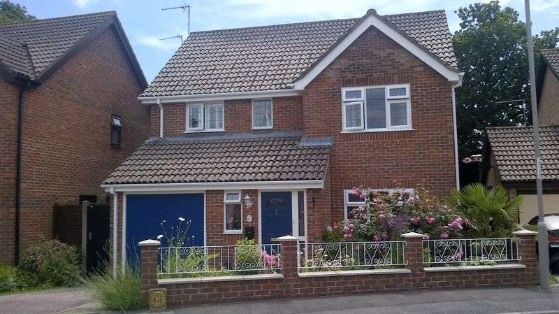 4 Bedrooms Detached House for sale in Charborough Close, Lytchett Matravers