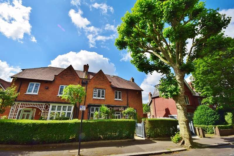 6 Bedrooms Semi Detached House for sale in Heathfield Road, London, London, W3