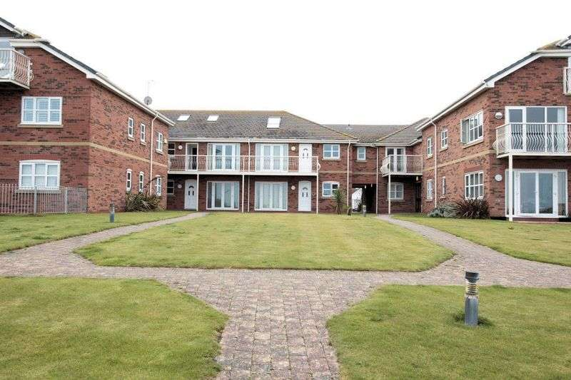 2 Bedrooms Flat for sale in Hilton Drive, Rhyl