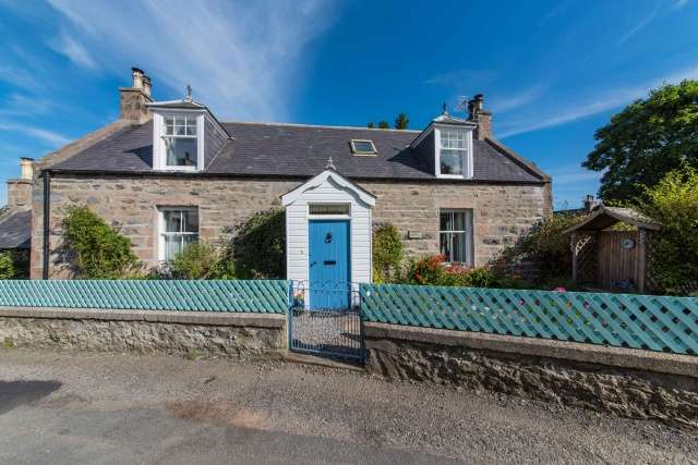 3 Bedrooms Cottage House for sale in Castle Lane, Fordyce, Aberdeenshire, AB45 2SF
