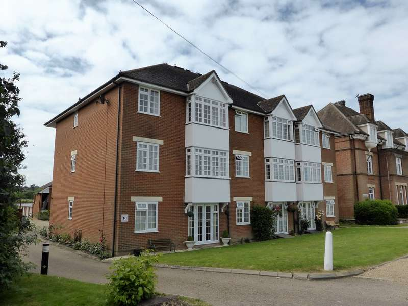 2 Bedrooms Flat for sale in Hillside , Heath Road