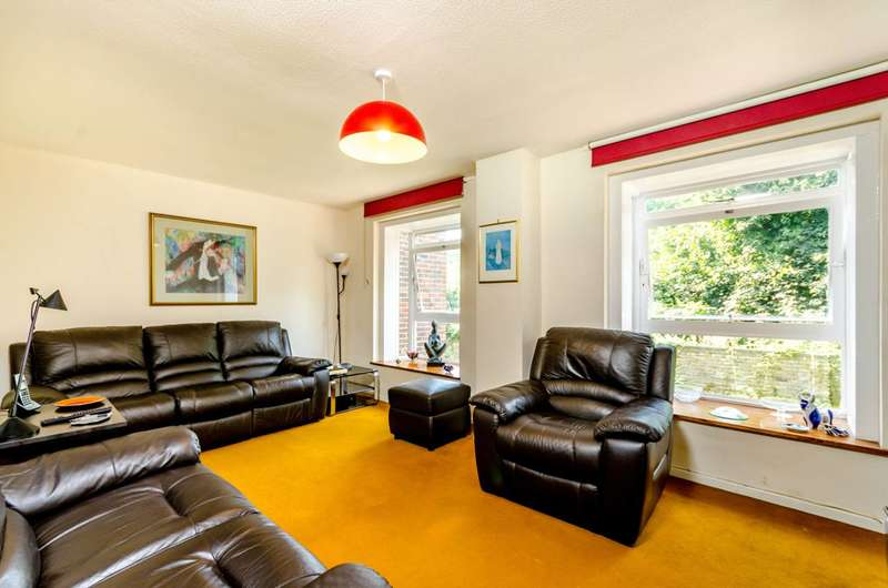 2 Bedrooms Flat for sale in Founders Garden, Crystal Palace, SE19