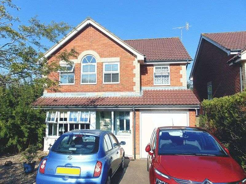 4 Bedrooms Detached House for sale in Gibbons Close, Maidenbower, CRAWLEY