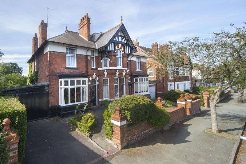 4 Bedrooms Semi Detached House for sale in Copthorne Road, Penn Fields, Wolverhampton