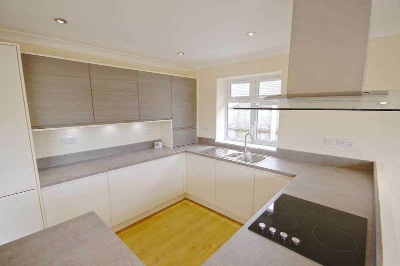 3 Bedrooms Detached Bungalow for sale in Markham Avenue, Bournemouth, BH10