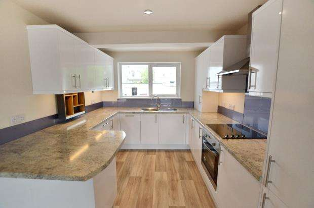 2 Bedrooms Maisonette Flat for sale in Brunel Heights, Saltash, Cornwall