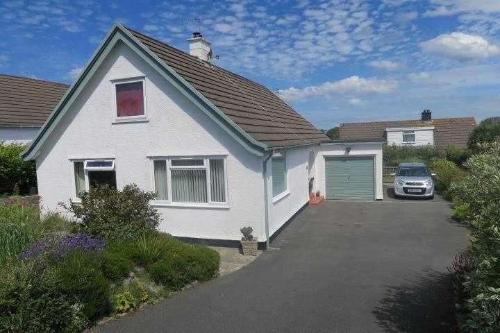 4 Bedrooms Bungalow for sale in Garth Wen, Llanfaes