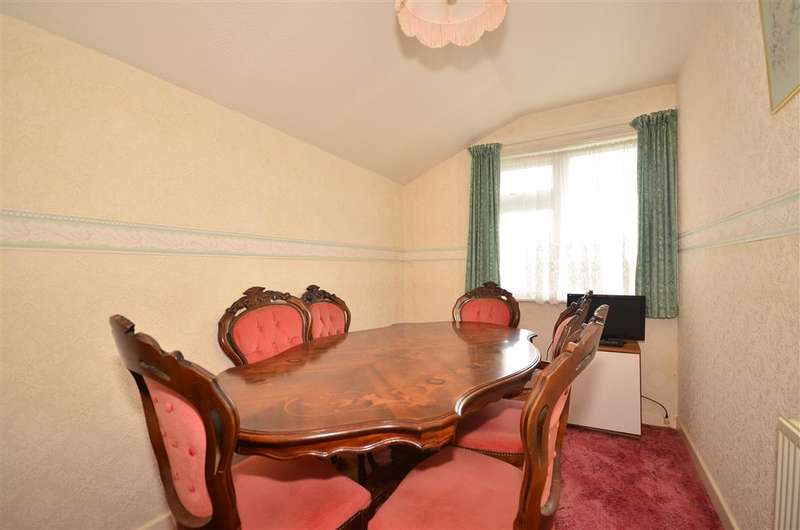 2 Bedrooms Bungalow for sale in Hamilton Road, Binstead, Ryde, Isle of Wight