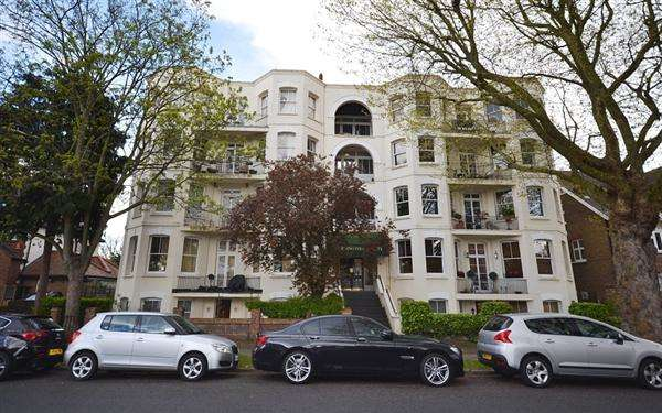 1 Bedroom Flat for sale in Burlington Court, Spencer Road, London