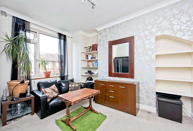 2 Bedrooms Flat for sale in Robinson Road, London SW17